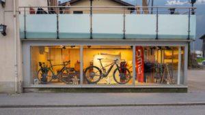 schaufenster eines fahrradgeschäfts