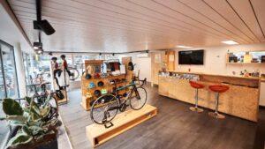 Ausstellungsraum eines Fahrradgeschäftes